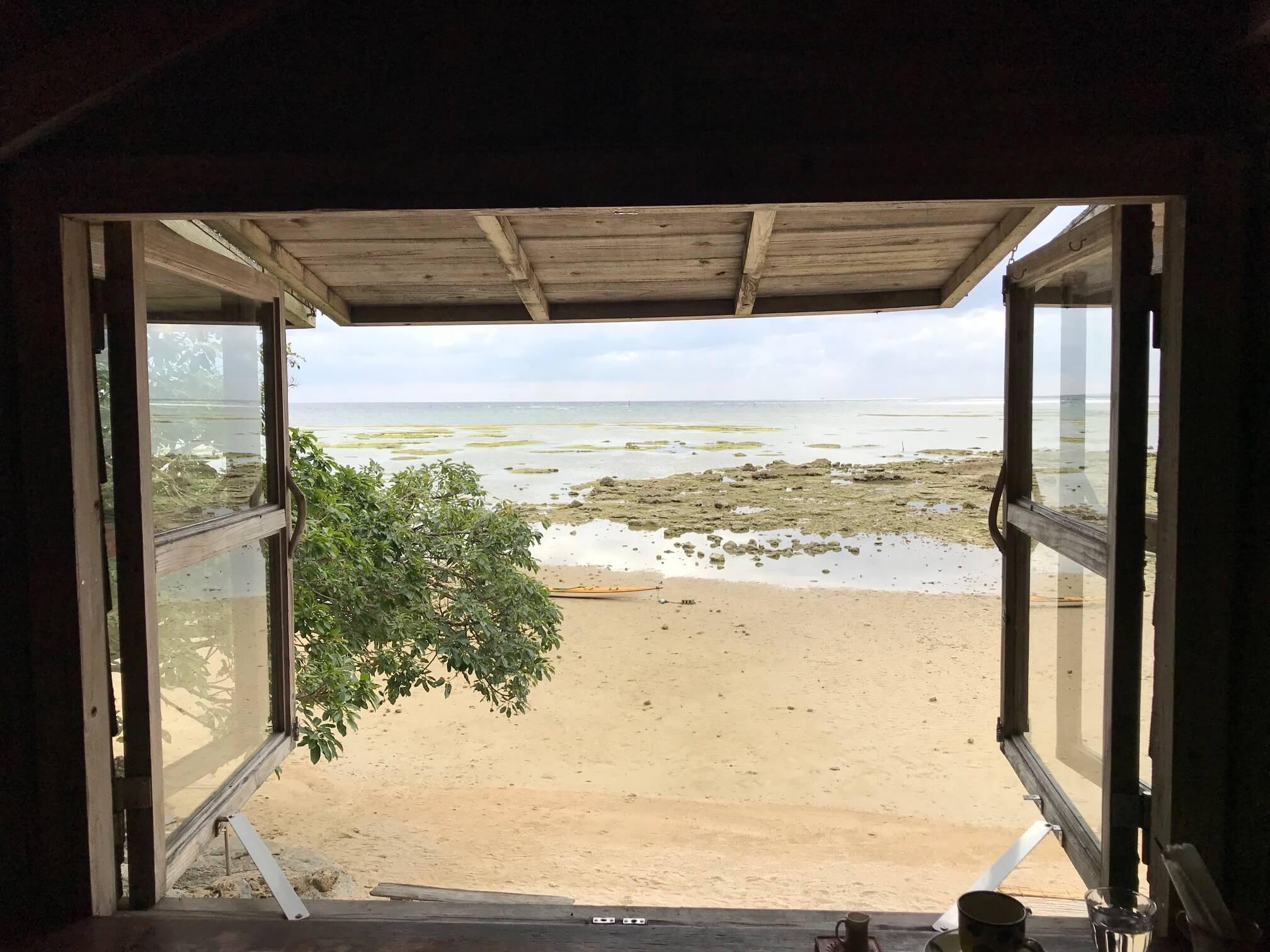 浜辺の茶屋 窓際の席からの景色